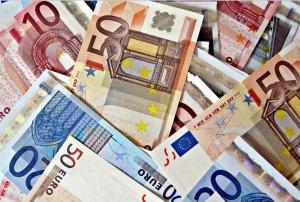 Pôžička na splatenie úverov. Konsolidácia a jej výhody. Bankovky.